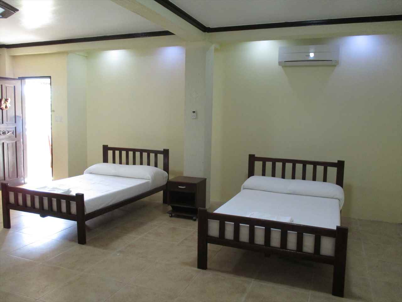 2 Double size beds, air-con